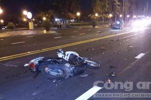 Xe máy tông thẳng 2 nữ sinh, 3 người thương vong