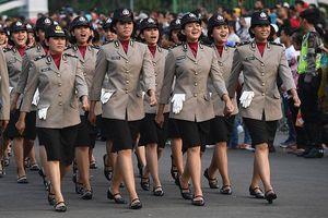Indonesia: Nữ cảnh sát phải … còn trinh