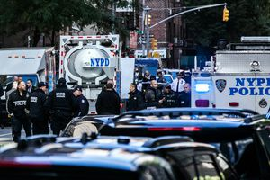 Hàng loạt chính khách Mỹ nhận được gói hàng 'nghi có chất nổ'