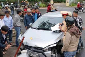 Ô tô 'điên' gây tai nạn liên hoàn ở Đà Lạt