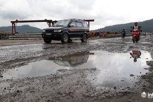 Thanh Hóa: Xe tải cày nát đường Quốc lộ, dân khổ trăm bề