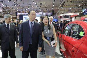 Thứ trưởng Bộ GTVT thăm Triển lãm ô tô Việt Nam 2018