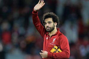 Lập cú đúp, Salah nhận hộp quà bí ẩn từ cổ động viên