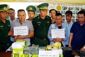 Hà Tĩnh: Bắt quả tang 2 đối tượng vận chuyển 10 bánh heroin và 32kg ma túy dạng đá