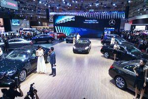 VMS 2018: Mercedes-Benz và hoa hậu H'Hen Nie rạng rỡ bên xe sang