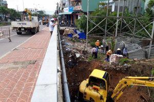 Bình Định: Dân dựng trại chăn nuôi, nhà kho trái phép dưới chân cầu