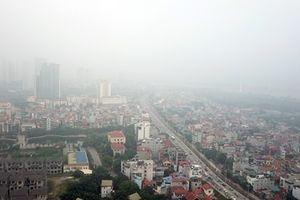 Hà Nội mờ ảo trong màn sương mù dày đặc