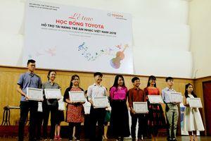 Toyota trao học bổng tài năng trẻ âm nhạc Việt Nam 2018