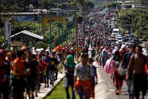 Lầu Năm Góc điều 800 lính đến biên giới để ngăn chặn dòng người di cư