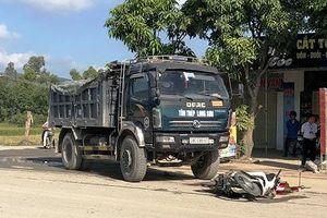 Va chạm với xe tải, người đàn ông ngã xuống đường tử vong