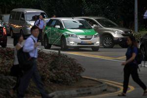 Nhiều nước phát triển quản Uber, Grab như taxi truyền thống