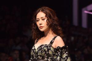 'Quỳnh búp bê' trình diễn thời trang sau 5 năm rời xa sàn catwalk