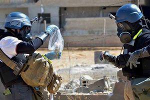 Quân Syria lùi ngày đánh, vũ khí hóa học chạy quanh Idlib
