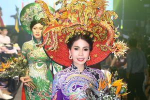 Em gái Lý Hùng về nước diễn thời trang cho Nguyên Vũ
