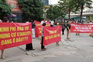 Cư dân chung cư Star City ở Hà Nội lại căng băng rôn đòi quỹ bảo trì