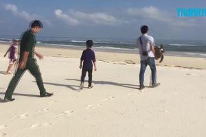 Trẻ em thả rùa biển trong Sách Đỏ về với đại dương