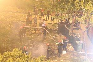 Bãi tập kết rác phát hỏa, trăm hộ dân hết hồn tưởng cháy chung cư