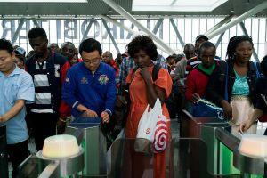 Cậy mang tiền sang đầu tư, một số ông chủ Trung Quốc sỉ nhục người Kenya thậm tệ