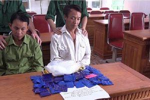 Nghệ An: Bắt giữ 2 đối tượng vận chuyển 6.800 viên hồng phiến và 1kg ma túy đá