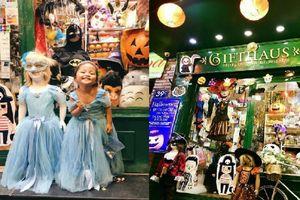 Lượng khách tăng đột biến, chủ cửa hàng đồ hóa trang Halloween bận đến nửa đêm