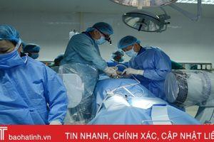 GS-TS đầu ngành phẫu thuật có sử dụng robot tại BVĐK Hà Tĩnh