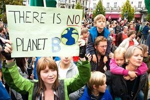Khi Trẻ em kiện chính phủ về biến đổi khí hậu