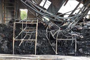 Kho vải cháy ngùn ngụt lúc sáng sớm, thiệt hại hàng tỉ đồng