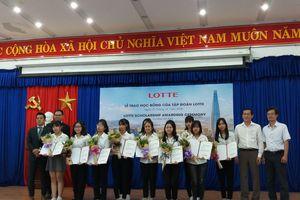 Tặng học bổng 4.500 USD cho sinh viên các trường đại học Đà Nẵng