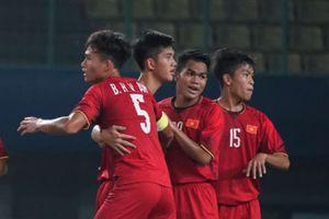HLV Hoàng Anh Tuấn nói gì về ba lần thổi phạt đền U19 VN?