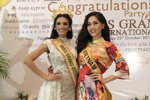 Phương Nga đẹp rạng rỡ, đọ sắc cùng Tân Hoa hậu Hòa bình Thế giới 2018