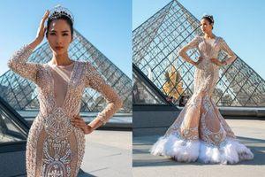 Hoàng Thùy diện váy đính kết nặng 10 kg tạo dáng như nữ thần giữa thủ đô Paris tráng lệ