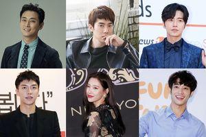 Lee Seung Gi 'đoàn tụ' với Park Hae Jin sau 12 năm, cùng Lưu Dĩ Hào - Yoo Yeon Seok tham dự 'Asia Artist Awards 2018'