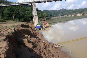 Nghệ An: Người dân lo sợ vì sạt lở 2 bờ sông Lam