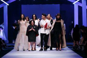 Siêu mẫu Lan Khuê hóa thân thành quý cô Hà Thành thanh lịch, kiêu kỳ tại Vietnam International Fashion Week Thu Đông