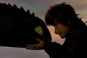 Trailer mới 'Bí Kíp Luyện Rồng: Vùng Đất Bí Ẩn' hé lộ thêm nhiều cảnh 'thả thính' đáng yêu của Răng Sún