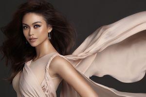 Á hậu Mâu Thủy 'bốc lửa' với loạt váy áo hở bạo trong bộ ảnh mới