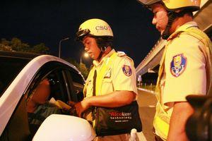 Sau vụ ô tô BMW gây tai nạn kinh hoàng ở Hàng Xanh, người Sài Gòn vẫn tự chạy xe khi đi chậu về