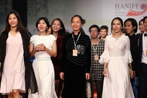Hình ảnh rực rỡ thảm đỏ Liên hoan phim quốc tế Hà Nội