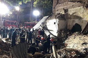 Lực lượng cứu hộ đã cơ bản dọn xong hiện trường vụ đổ tường gần hồ Hoàn Kiếm