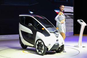 Toyota i-ROAD - giải pháp chống ùn tắc cho đô thị nhiều xe hơi