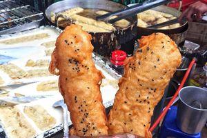 Thịt cuốn mía, bánh chuối chiên xoa dịu cơn đói chiều thu Hà Nội