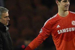Ngăn cản 2 thầy cũ về Madrid, Courtois chọn HLV mới cho Real