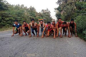Thanh niên Ấn Độ chạy hàng chục km mỗi ngày để được nhập ngũ