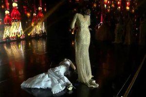 Không chỉ Clara Sosa, nhiều người đẹp cũng ngất xỉu trên sân khấu ngay thời khắc đăng quang