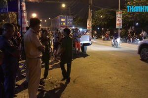 Người đàn ông chết thảm bên cạnh xe máy, nghi bị ô tô cán