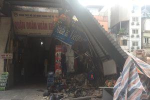 Hà Nội: Công trường thi công đổ sập ngang ngõ nhà dân