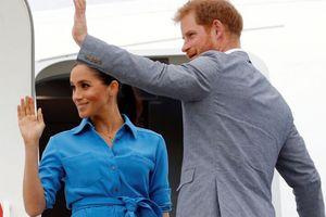 Máy bay chở vợ chồng Hoàng tử Anh gặp sự cố khi hạ cánh