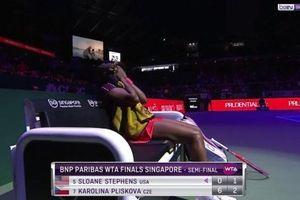 WTA Finals: Ngược dòng siêu ấn tượng sau cú sốc set 1, Stephens hẹn Svitolina ở chung kết