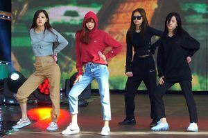 Cần gì buổi diễn chính, sân khấu tổng duyệt của BlackPink cho concert Seoul cũng đủ đỉnh rồi!