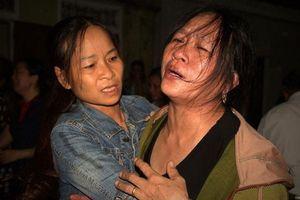 Vụ 4 người đàn ông tử vong do điện giật: Cha mẹ gào khóc gọi tên con, vợ ngất lịm khi thấy thi thể chồng